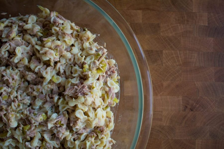 If you're trying to keep some options of pantry friendly lunches in mind, tuna pasta salad should be at the top of the list!
