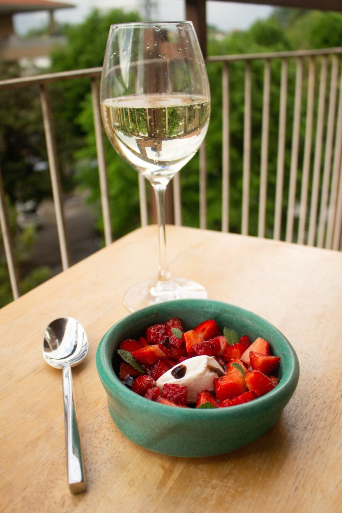Balsamic strawberries with mascarpone makes a perfect springtime snack or dessert! Simple to toss together but with great spring flavors... | Teaspoon of Nose