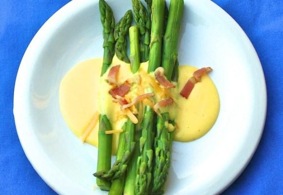 Asparagus with cheese sauce