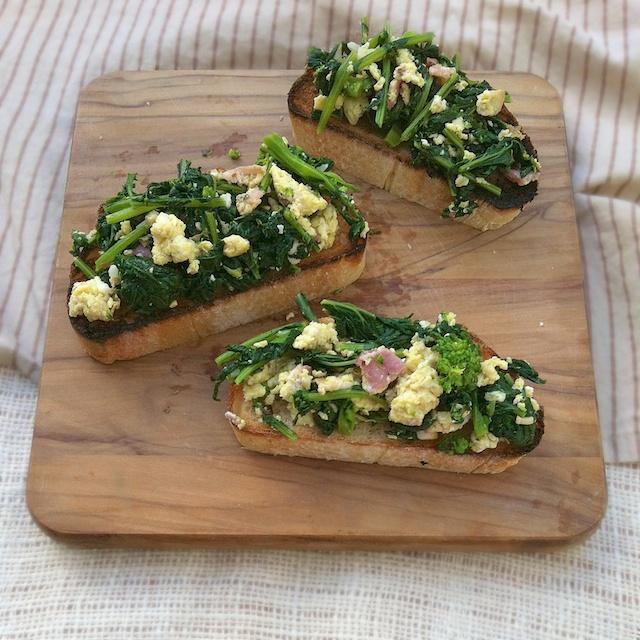 Broccoli Rabe, Bacon & Eggs Bruschetta | Teaspoonofspice.com