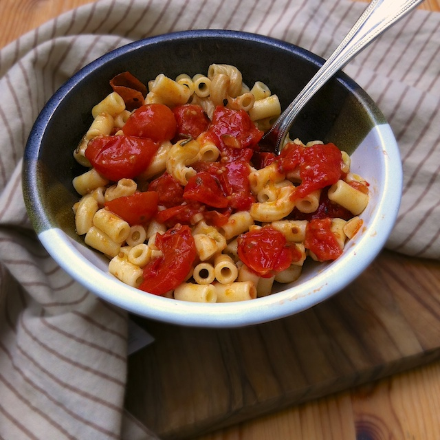 Roasted Tomatoes with Tubettini | Teaspoonofspice.com