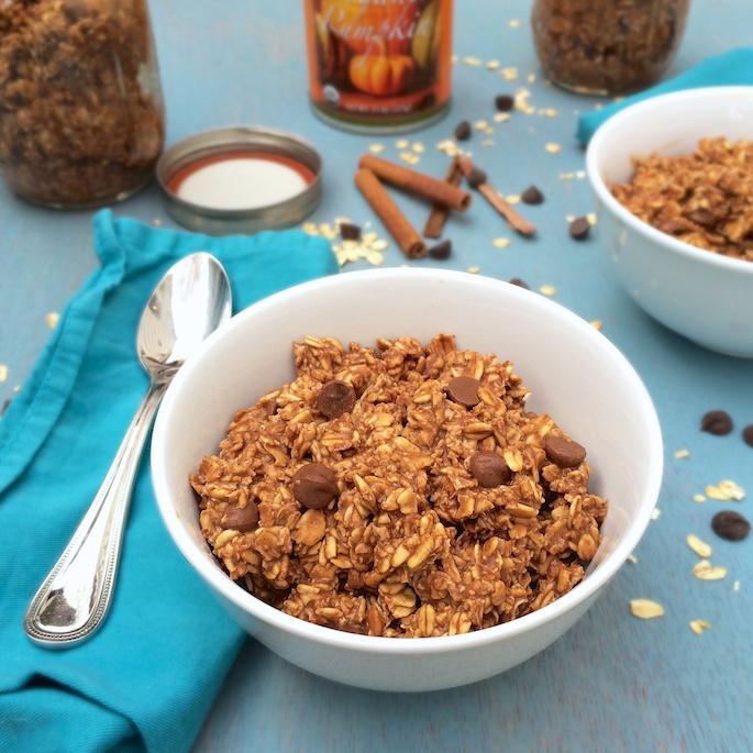 Easy to make, dark chocolate & pumpkin pie meets oatmeal @teaspoonofspice