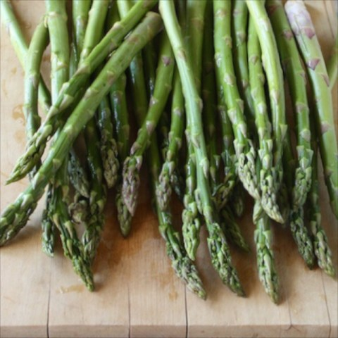 #HealthyKitchenHacks: How to keep asparagus fresher longer