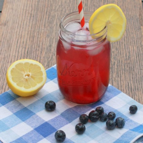 #HealthyKitchenHacks : Low-Sugar Homemade Soda