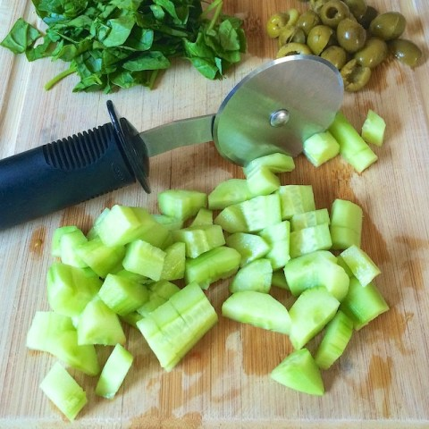 #HealthyKitchenHacks - Use a pizza cutter to chop salad. @tspbasil #cookinghack #kitchenhacks