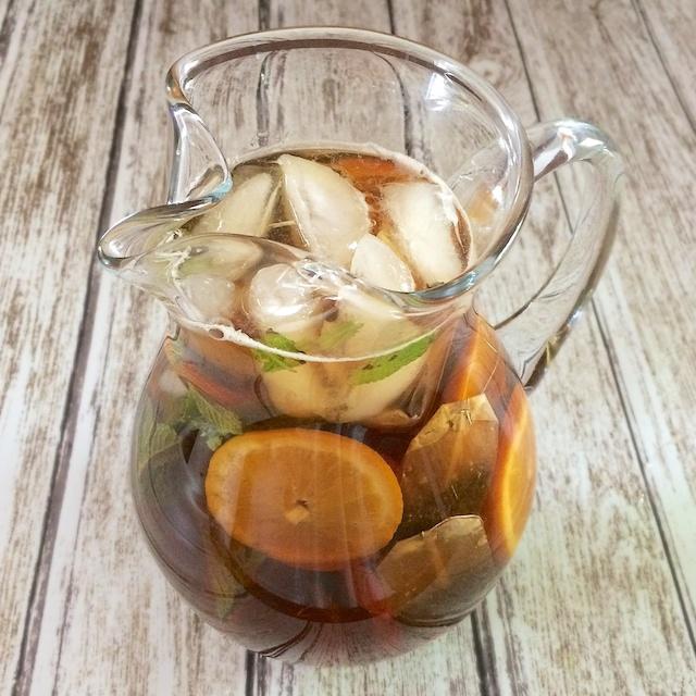 How To Make Sun Tea | Teaspoonofspice.com