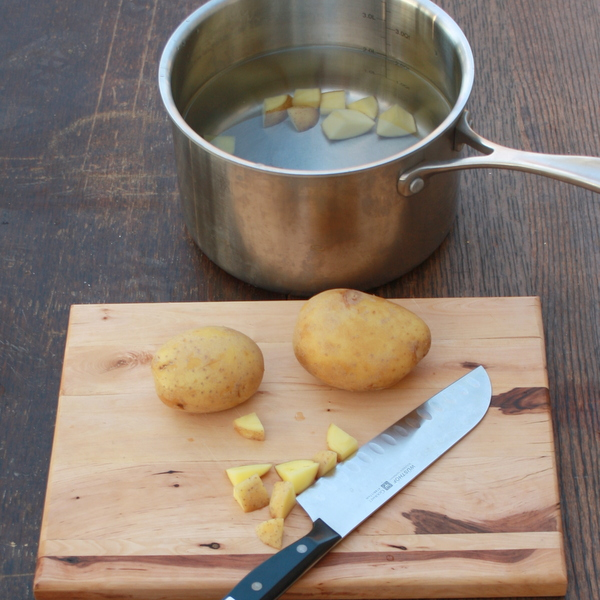#HealthyKitchenHacks - How to Keep Cut Potatoes from Turning Brown | @TspCurry
