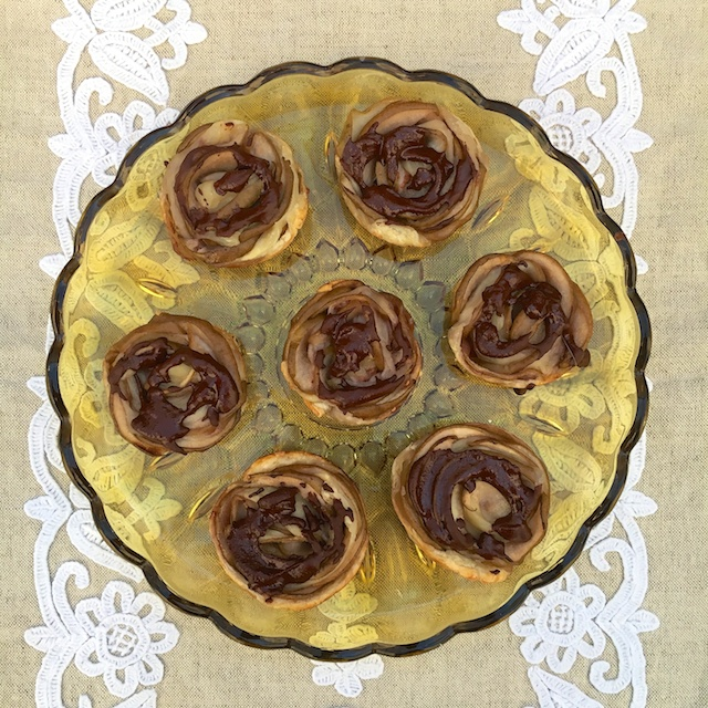 Impress your valentine with these easy to make Chocolate Pear Roses using puff pastry. @tspbasil @healthyaperture