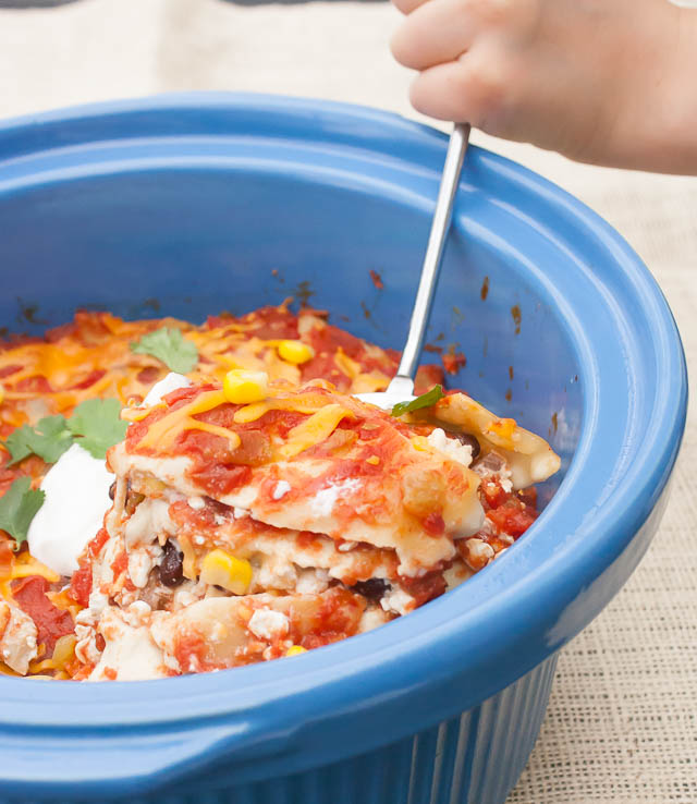 Healthy Mexican Lasagna with Chicken #SlowCooker | @tspcurry