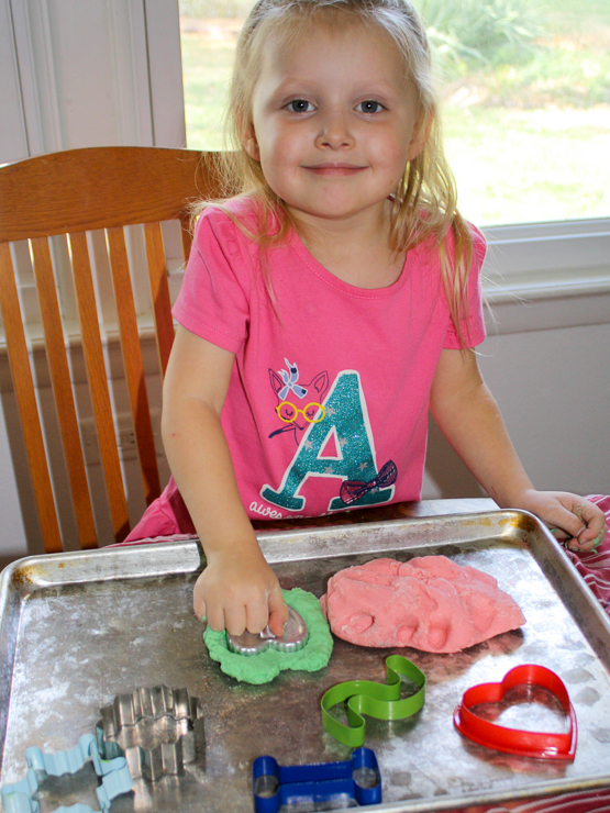 Healthy Kitchen Hacks: How to make Christmas Play Dough | @TspCurry