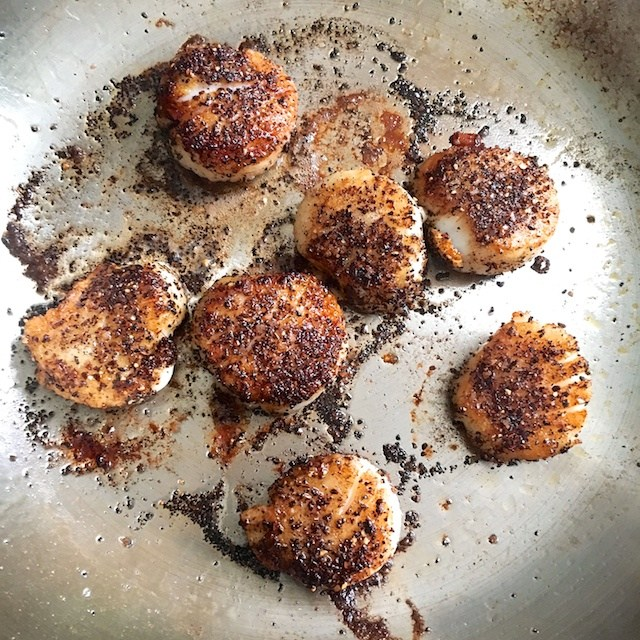 Only 3 ingredients, this coffee spice rub is super delicious on steak, chicken, salmon, scallops, shrimp and even tofu! Get recipe and more healthy kitchen hacks at Teaspoonofspice.com