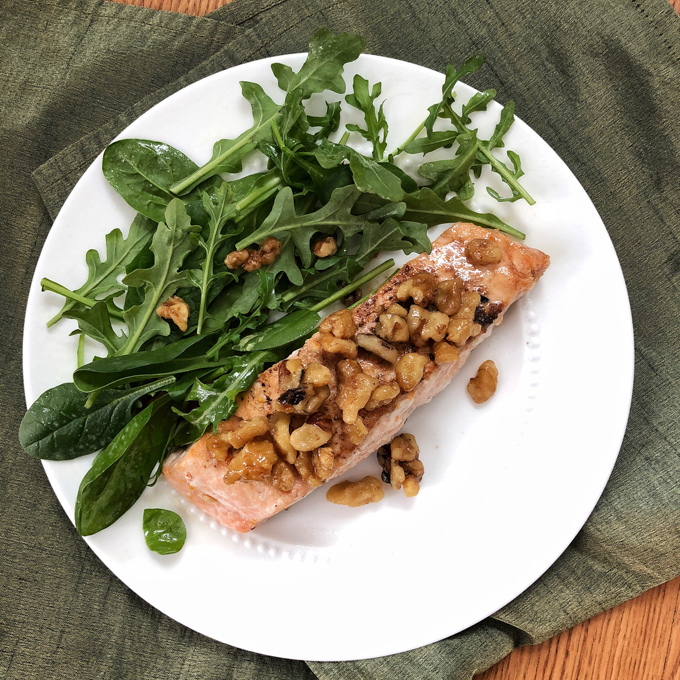Impress your family with this Maple Walnut Crusted Salmon dish using fresh sockeye salmon filets from @ALDIUSA. Recipe post at Teaspoonofspice.com #sponsored #ALDILove #salmon #fish #lent #seafood #fishrecipe