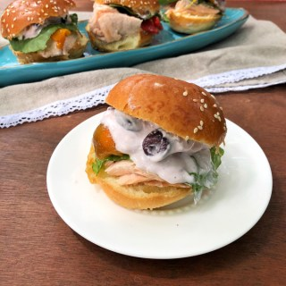 Use your microwave and some Mediterranean style pantry staples to make these olive and salmon mini sandwiches in minutes. Recipe at Teaspoonofspice.com