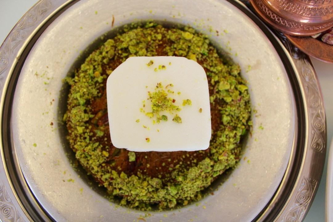 tyrkisk kunefe, tyrkisk mad, tyrkiske desserter, rejseblogger, mad fra tyrkiet, desserter fra tyrkiet, tyrkisk mad,