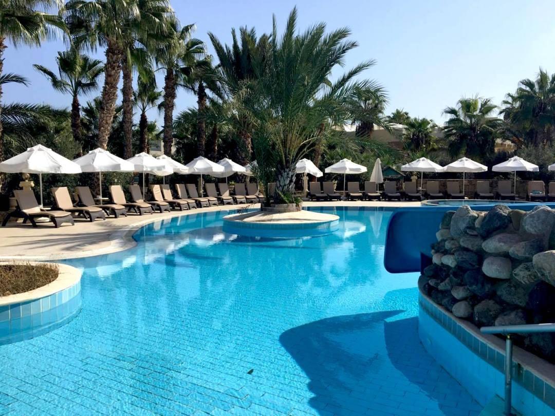 Oscar resort, hotel i girne