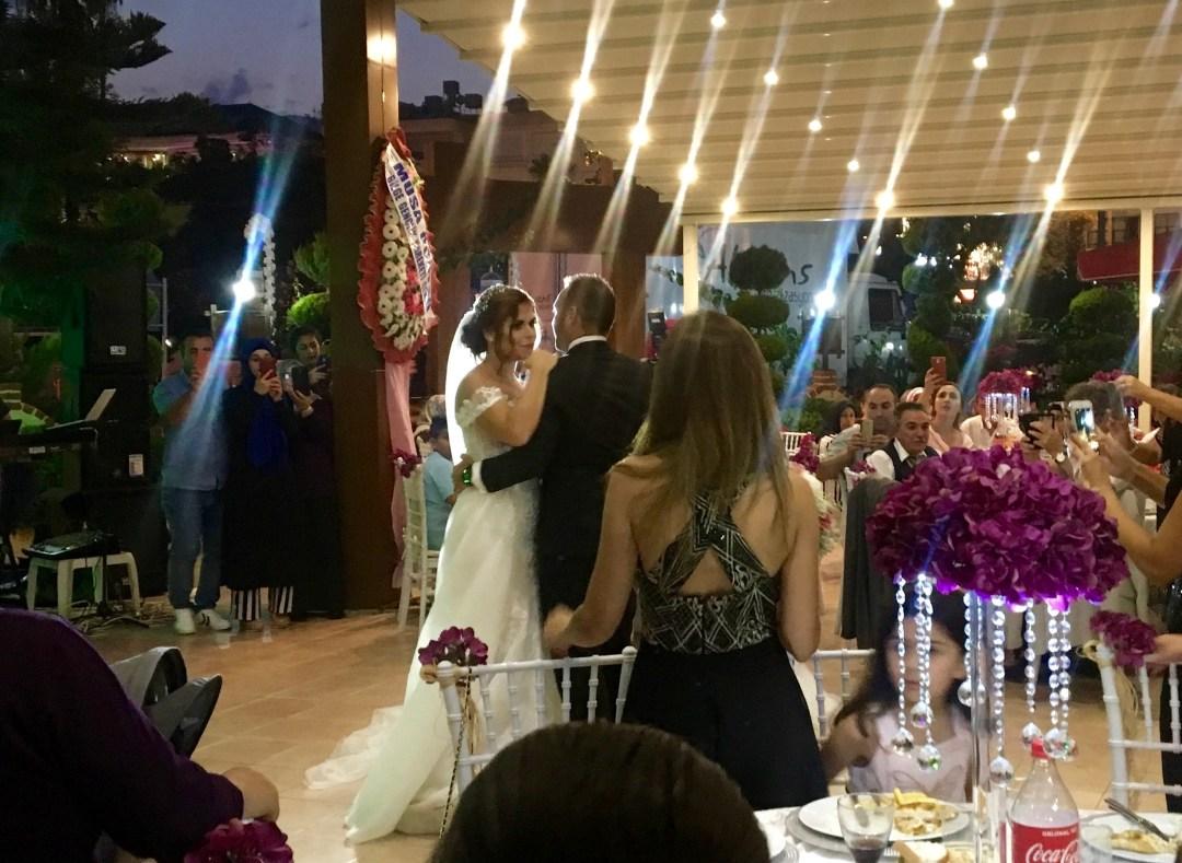 tyrkisk bryllup, bryllup i tyrkiet, tyrkisk brud, tyrkisk gom, tyrkisk ægtepar, bryllup i alanya. rejseblog tyrkiet, tyrkisk rejseblog, rejseblog alanya, tyrkisk kultur, alanya blog, tyrkiet alanya