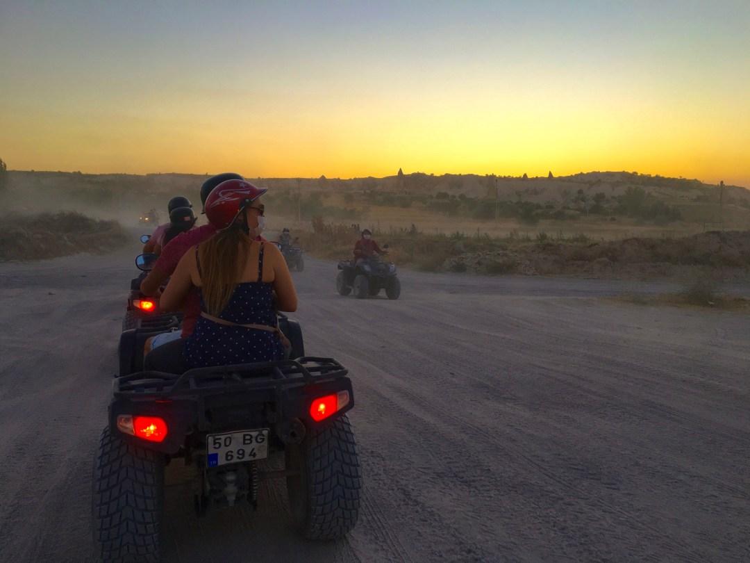 Cappadocia, cappadokien, kappadokien, kappadokia, rejseblog, rejseblog tyrkiet, rejseblog kappadokien, rejseblog cappadocia, ATV cappadokia, ATV kappadokien, rejseblog ATV, 2K kappadokien, 2K Cappadokien, seværdigheder i Kappadokien, kappadokien seværdigheder, oplevelser i kappadokien, oplevelser i cappadocia, rejseblogger bucketlist, ATV udflugter, oplev Cappadocia på ATV, Solnedgang i Kappadokien, rejseblogger, blog om rejser, rejsebloggen,