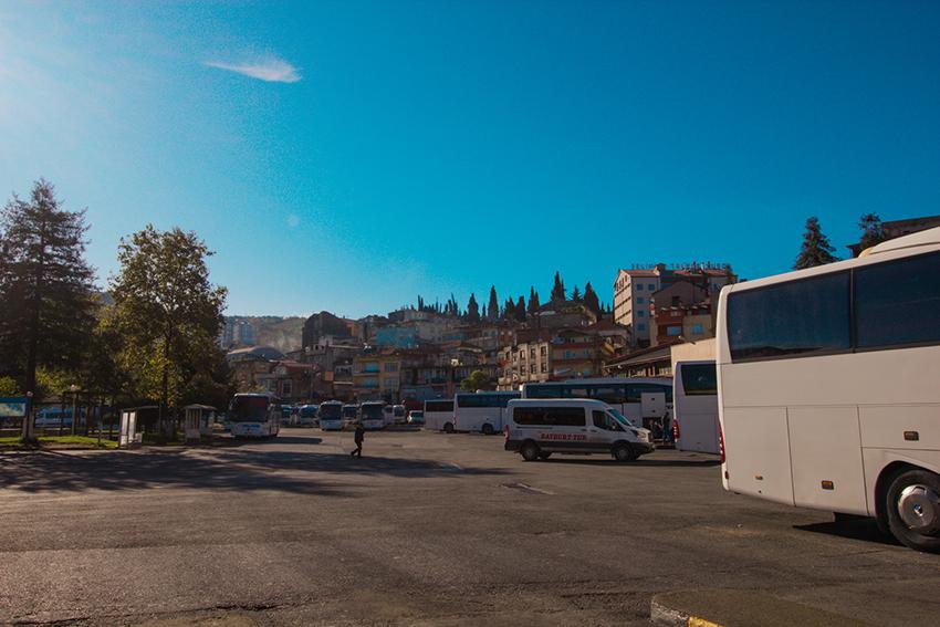 Trabzon busstation, Trabzon otogar, otogar trabzon, bus fra Tyrkiet itl Georgien, Tyrkiet georgien grænse, med bus igennem tyrkiet, tyrkiet bus, rejser til Georgien, rejser til Batumi, rejser til Tbilisi, grøn tur igennem Tyrkiet, miljøvenlig rejse gemmen tyrkiet, miljøvenlig rejse igennem Georgien, rejseblogger, rejseguide, dansker i Tyrkiet
