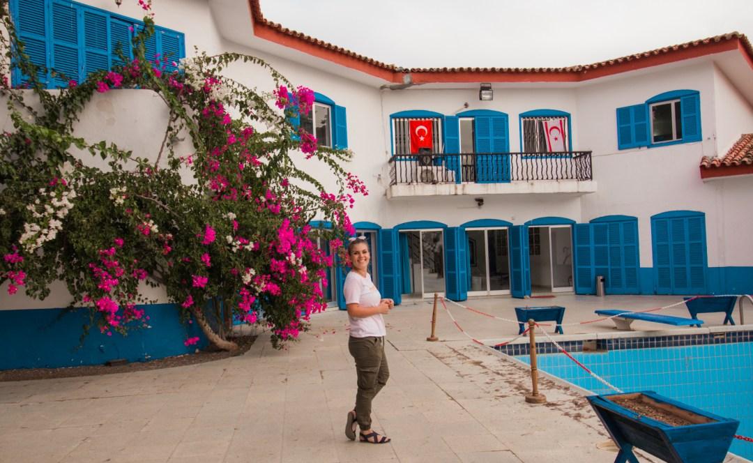 Mavi kösk, blue mansion, blå villa, mafia villa, seværdigheder på Nordcypern, Seværdigheder i Girne, Seværdigheder i Kyrenia, hvad kan man lave på Nordcypern, Seværdigheder på Cypern, Cypern guide,