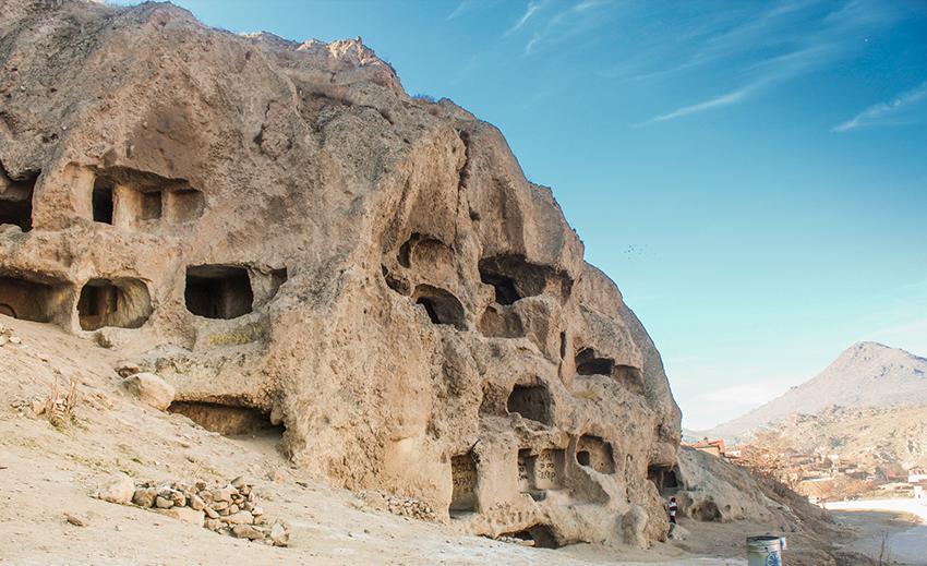 kirke i Tyrkiet, tyrkiet kirke, kristen landsby i Tyrkiet, Tyrkiet landsby, kør selv turer i Tyrkiet, Konya, seværdigheder i Konya Tyrkiet, tuf bjerge, tug huler, vulkan grotter