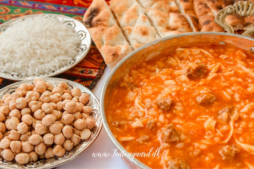 tyrkisk suppe, mad du skal smage i tyrkiet, tyrkisk mad, tyrkisk madblog, mad guide tyrkiet, tyrkiske retter du skal smage, mad fra tyrkiet du skal smage, tyrkiske lokal retter, supper fra Tyrkiet, tyrkisk bryllupssuppe, rejseblog, rejseblog tyrkiet, rejseblog mad, mad du skal smage i Alanya, Alanya bloggen
