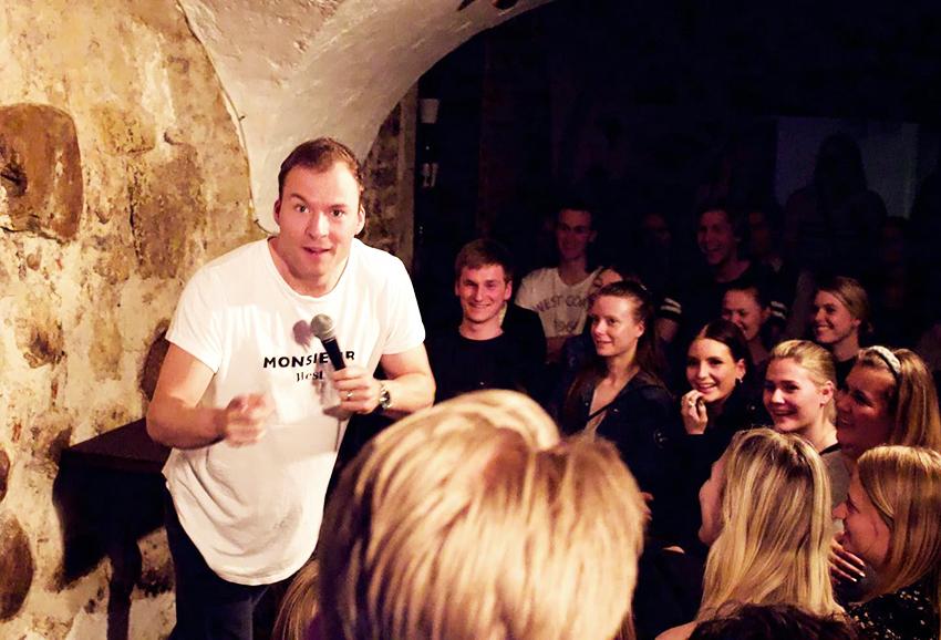 Alberts bar i århus, stand up i århus, gratis stand up i århus, Århus standup, Alberts bar standup, gratis seværdigheder i Århus, Århus seværdigheder, gå i Byen i Århus