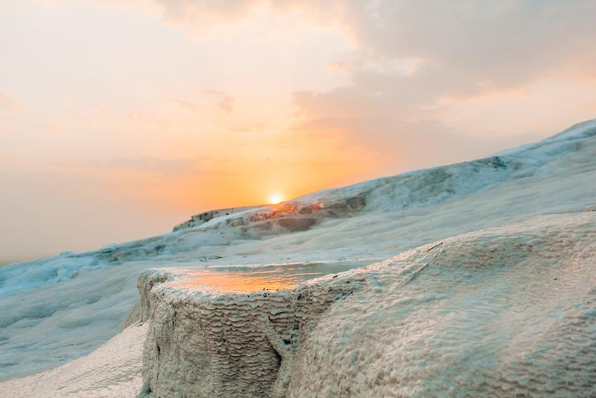 Pamakkale, Pamukkale solnedgang, Pamukkale Tyrkiet, Pamukkale guide, rejseguide til Pamukkale, seværdigheder ved Pamukkale, Oplevelser i Tyrkiet, kalkterasserne, bomuldsslottet,