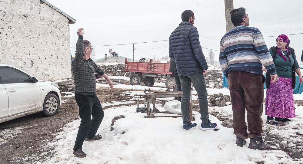 sne i Tyrkiet, sneboldkamp Tyrkiet, tyrkisk landsby, tyrkisk landbrug, Kars tyrkiet, Tyrkiet Kars