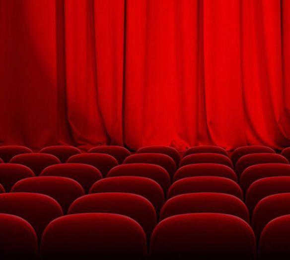 Scaune in teatrul rosu