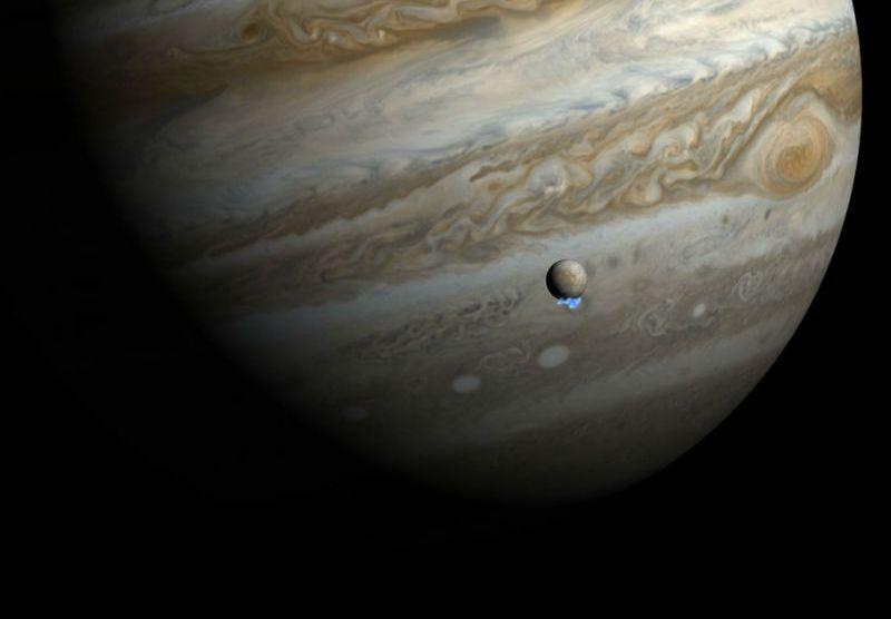 NASA Finds Water Plumes on Europa (Jupiter's Moon), hints alien life