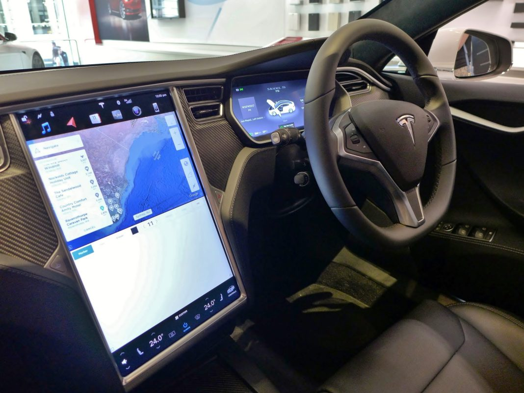 Elon Musk says that Teslas will soon be able to stream Netflix and YouTube