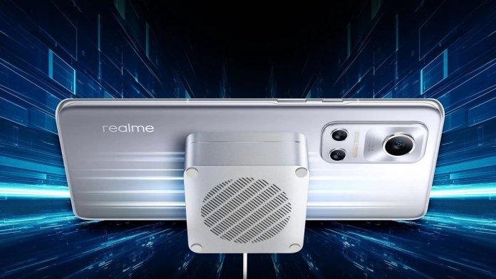 MagDart Charger at 50W, Charging the Realme Flash