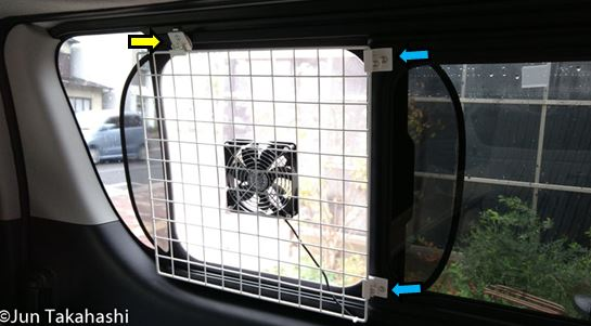 ワイヤーネット固定フックを車内に取り付ける