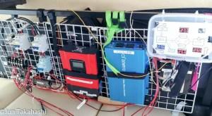 ソーラー発電システムに電圧計設置