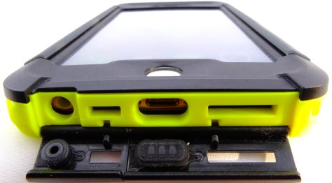 Thule Atmos X5 for iPhone 6s Plus- Port Covers Opened