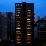 「スーパーカーの自販機」がシンガポールに登場