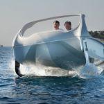 都会を流れる川の水面を走行できる「SeaBubbles」が近い将来の都市交通を変える可能性
