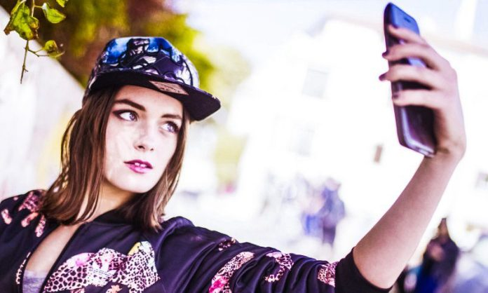 Eye iOS Android Cover ESTI Woman Batman Cap Doing Selfie Two OS System Gadget Combines Kickstarter Project Crop
