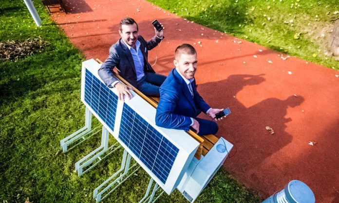 seedia solar bench polish startup smart cities Crop