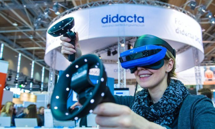 didacta hannover messe vr mixed reality acer tech education Crop