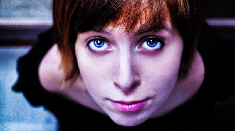 Portrait Woman Looking Optimistic Up Ginger Red Hair Blue Eyes Photo Pro Contra BYOD Bring Your Own Device 2018