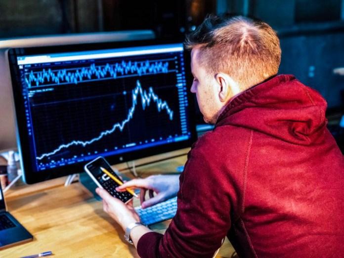 chris-liverani-gigafx-trading-ma-using-smartphone-app-finance