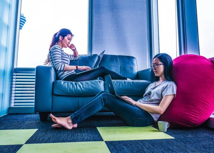 mimi-thian-scaleup-startup-company-definition-vc-investment-article-explanation-two-women-working-together-laptops