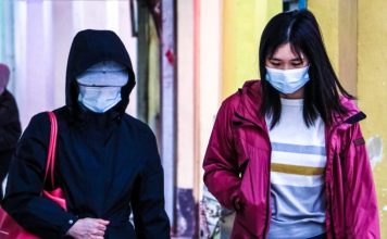 N95 Mask Wearing Women In Public How To Wear When Why WHO Medical Guide Video