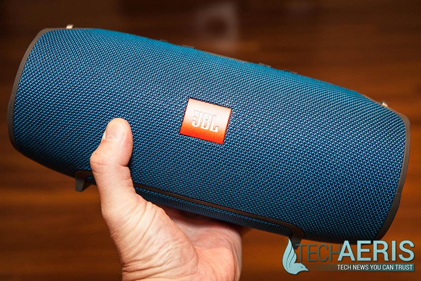 JBL-Xtreme-Review-Held