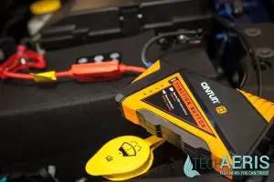 Cyntur-JumperPack-Mini-Review-On-Battery-Closeup