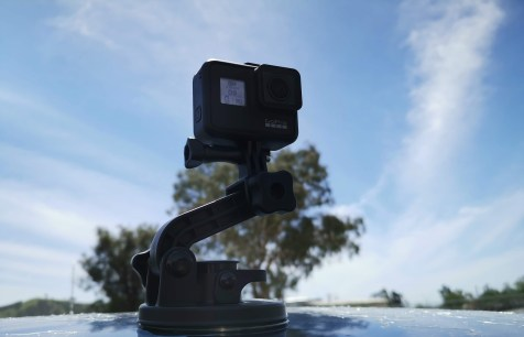 GoPro Hero7, Suction-cup mount on car roof