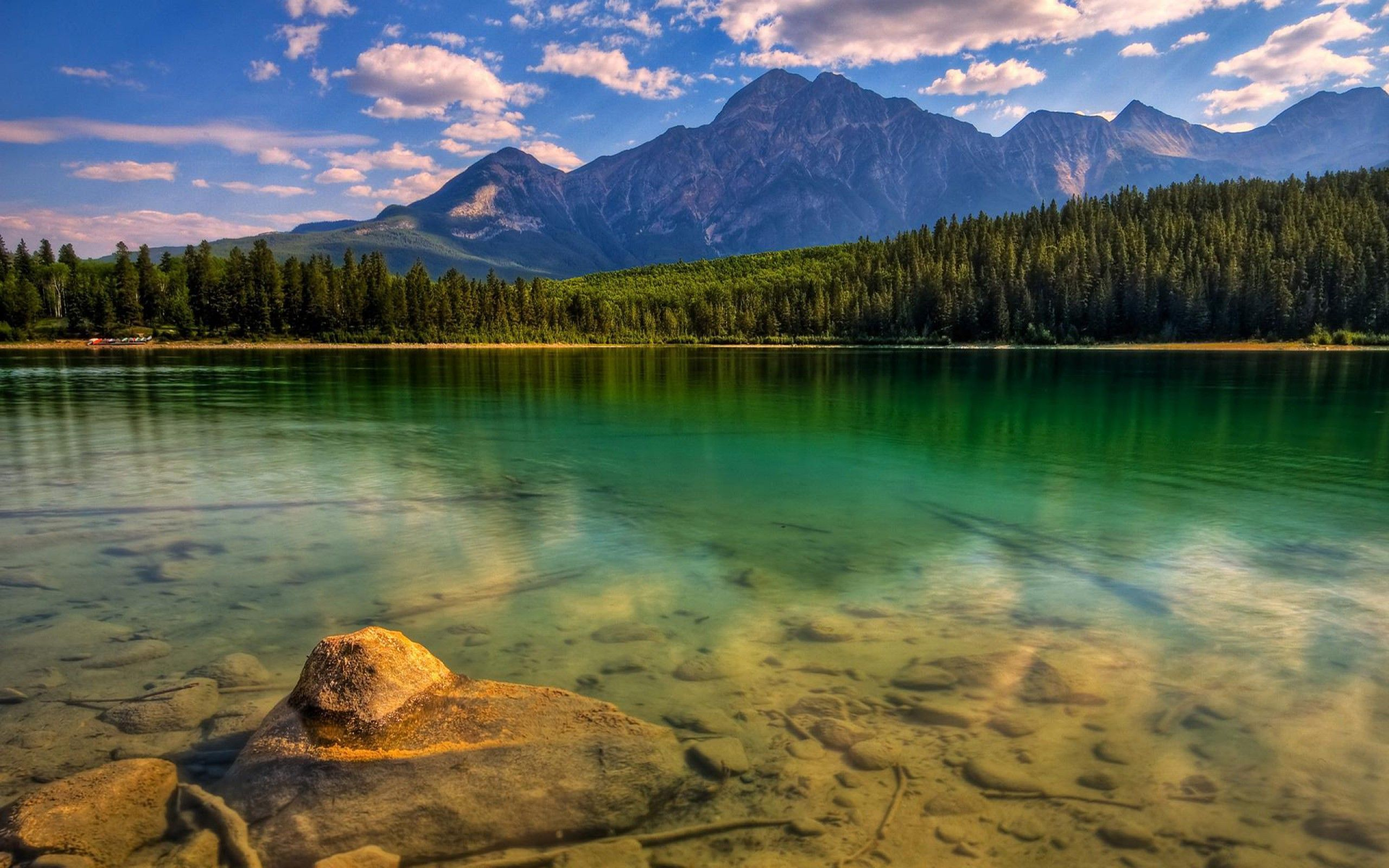 River With Mountain Hd Wallpaper: 15 Beautiful HD Wallpapers Of Mountains And Rivers