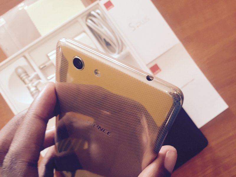 Gionee S Plus top view