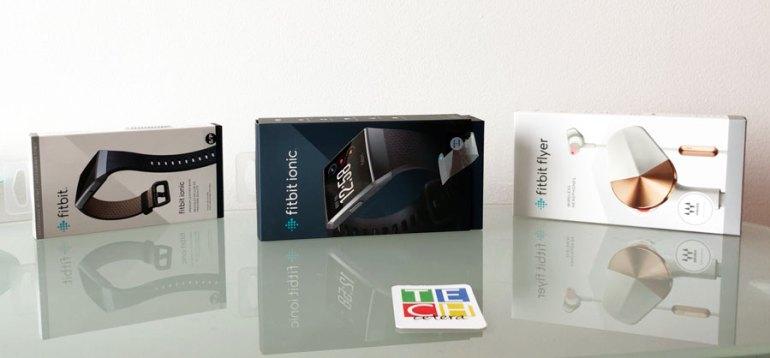 Fitbit Ionic y Flyer con algunos accesorios